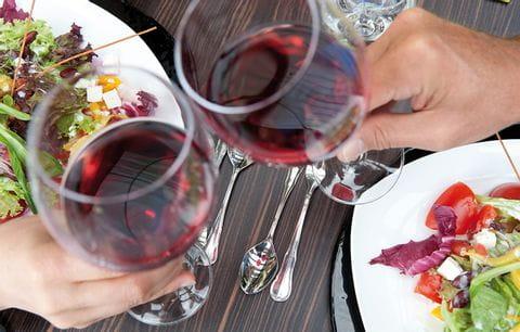 Rode wijn, proost, wijn