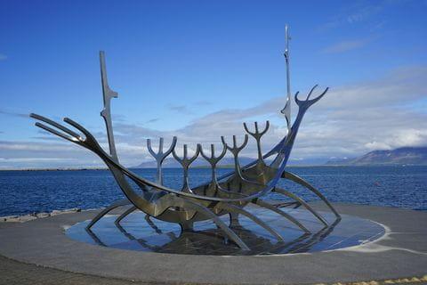 Vikingschip, sculptuur, Reykjavik, IJsland