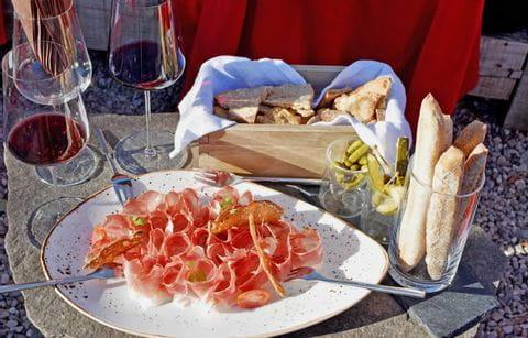 Zuid Tiroler Marende met worst en wijn, Zuid Tirol, pauze, snack